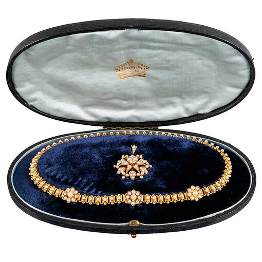 Victorian Flower Pearl Collar with Star Pendant